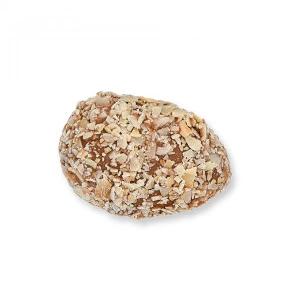 Vollmilch-Schokolade-Ei mit Haselnuss-Fülle
