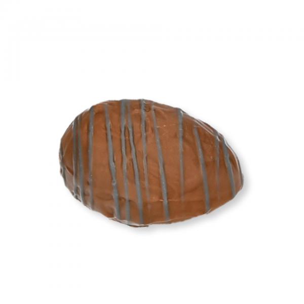 Vollmilch-Schokolade-Ei mit Heidelbeer-Fülle -